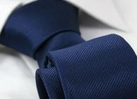 Tmavě-modrá proužkovaná pánská kravata