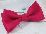 Elegantní růžový pánský motýlek