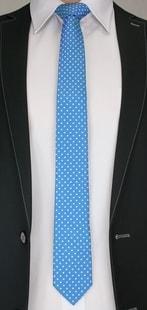 Modrá kravata s puntíkovaným vzorem