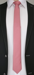Růžová vzorovaná kravata